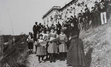 Crinoline e rendigote: l'abbigliamento della borghesia dell'Ottocento