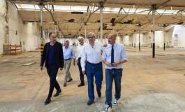 Vittorio Sgarbi in visita a Crespi d'Adda